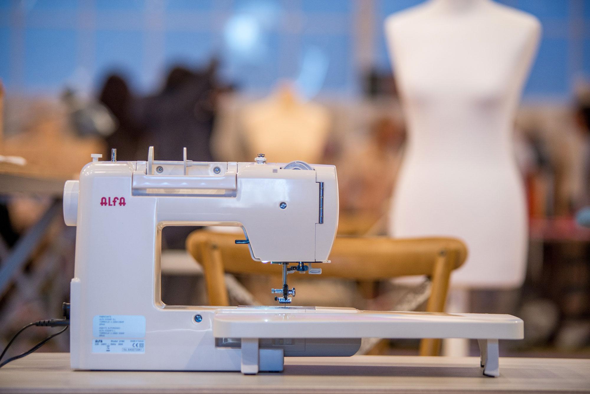 0da456ef8ca Conoce la máquina de coser de Maestros de la Costura